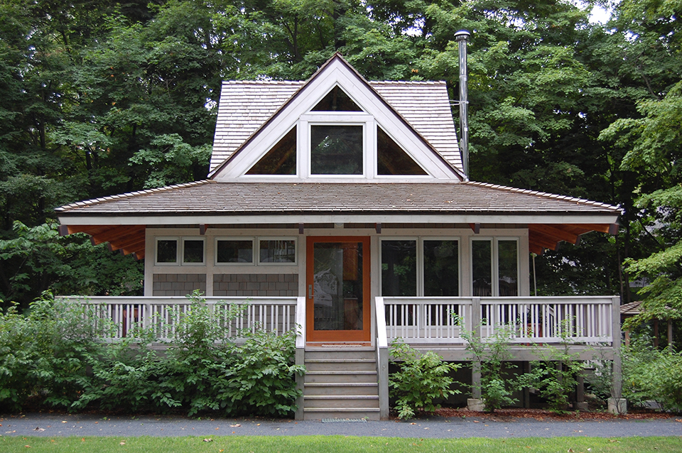 The Renovated Cottage Includes Within Its 900 Square Feet 3 Bedrooms 2 Baths Living Dining And A Surround Sound Home Theater Loft
